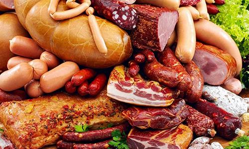 Если присутствует грыжа желудка, то необходимо исключить из рациона копченые продукты: колбасы, карбонат, сосиски, сардельки и др
