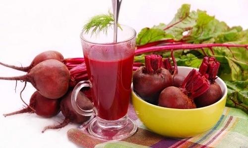 Избавиться от симптомов патологии поможет свекольный сок. Для этого нужно пить его несколько раз в день