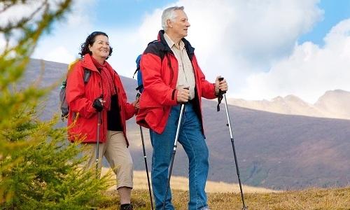 Не рекомендуются при грыже те виды спорта, которые требуют вертикального положения тела длительное время. Например, скандинавская ходьба