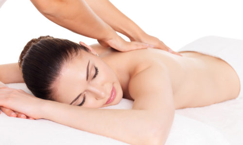 В схему консервативного лечения вводятся легкий массаж