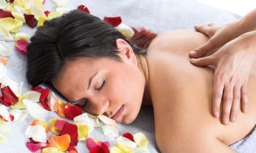 Проведение точечного массажа можно доверить лишь профессионалам