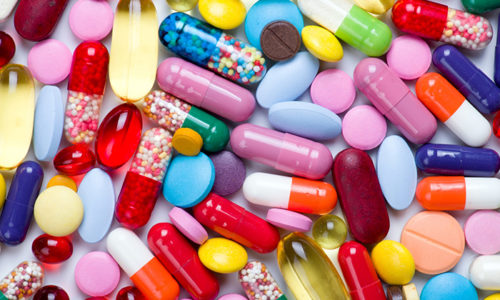 При приеме медикаментов необходимо строгое соблюдение всех рекомендаций доктора, нельзя назначать себе лекарства самостоятельно