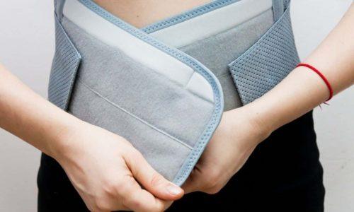 Чтобы зафиксировать органы малого таза на их анатомически правильных местах и не допустить повторного выпячивания ранее вправленных участков кишечника, врач в первую очередь назначает пациенту ношение бандажа