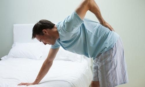 Миорелаксанты обезболивают пораженный участок позвоночника, что обусловлено расслаблением тканей, которые оказывают давление на нервные корешки спинного мозга