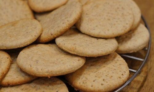 При грыже позвоночника поясничного отдела на обед можно съесть пресное печенье