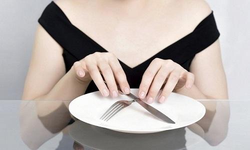 За 12 часов до операции женщина должна исключить употребление пищи и воды