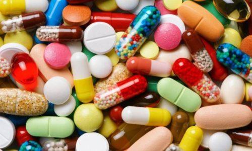 Для снятия боли, которую пациенты чувствуют в первые дни в области оперированного участка, им прописывают антибиотики и препараты, улучшающие кровообращение