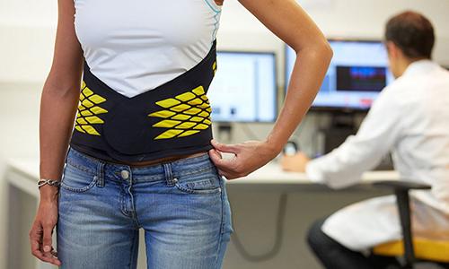 Для реабилитации используется бандаж, с индивидуальными рекомендациями по времени и продолжительности его ношения
