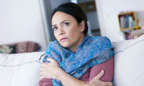 К симптомам развития осложнения ущемленной грыжи относится лихорадка