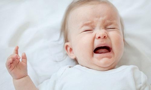 У детей ущемление содержимого грыжевого мешка может возникнуть на фоне интенсивного плача и напряжения брюшной стенки во время дефекации