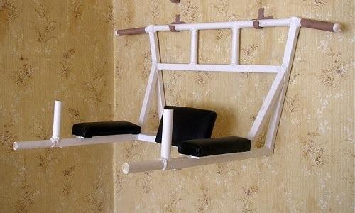 В домашних условиях можно использовать турник для вертикального вытягивания
