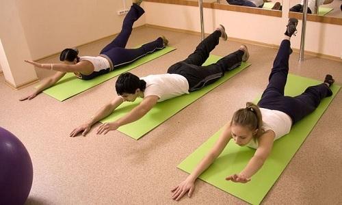 Упражнения при грыже позвоночника выполняют для укрепления мышечного корсета