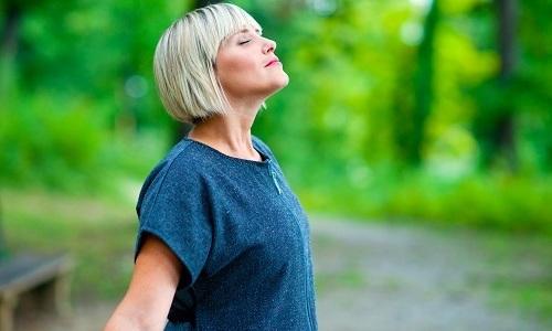 Выполняя гимнастику Арабули следует вдыхать воздух через нос, а выдыхать - через сжатые губы